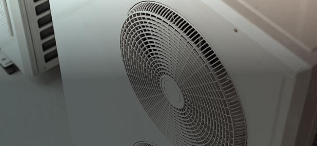 Witte airco met ventilator
