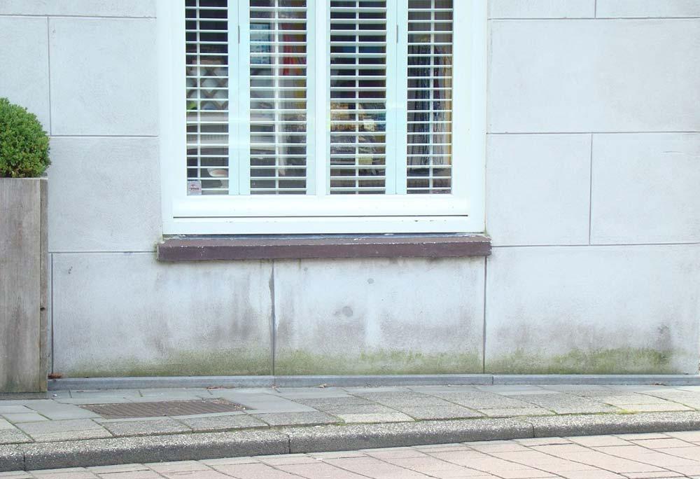 muur met vochtschade.