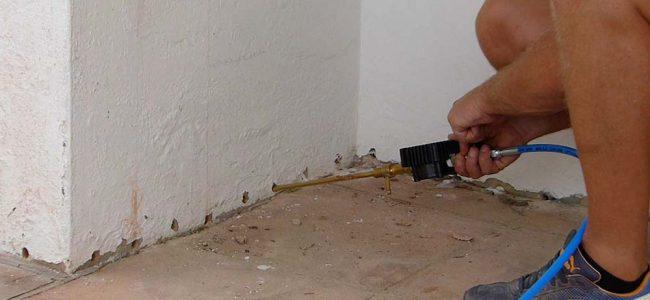 behandelen van vocht op muur.