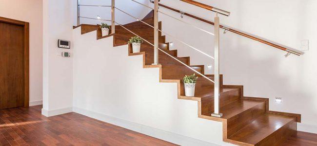 Moderne houten trap.