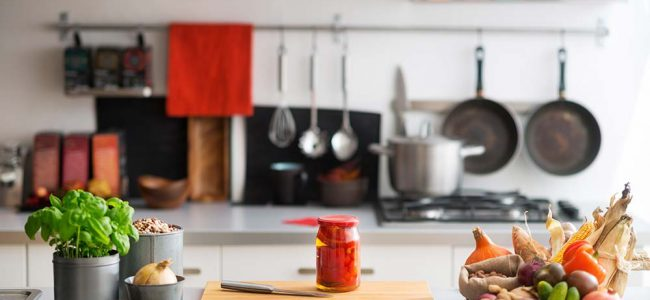 Werkblad in keuken met ingrediënten op.