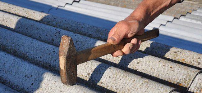 Asbestplaten op dak