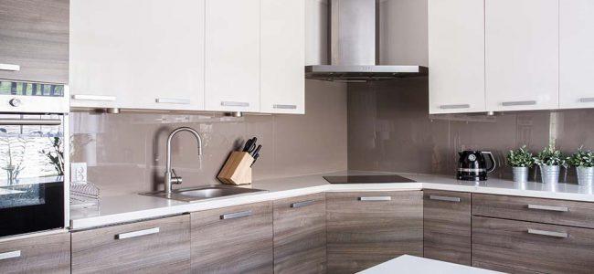 Moderne houten keuken.