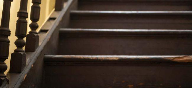 Beschadigde trap.