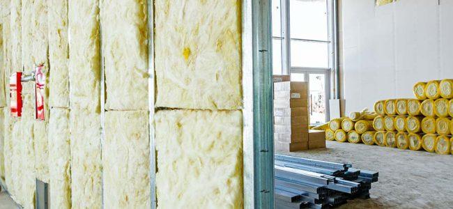 Muren met isolatieplaten.