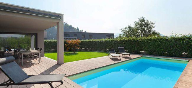Zwembad in tuin.