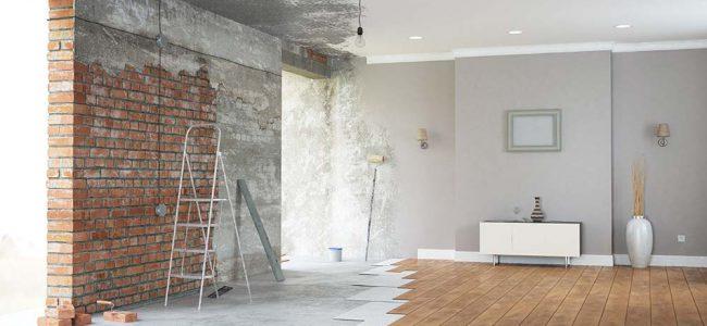 Linkerkant van de woning is nog in opbouw en rechterkant is gerenoveerd.