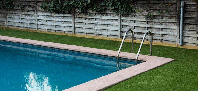 Zwembad met gras