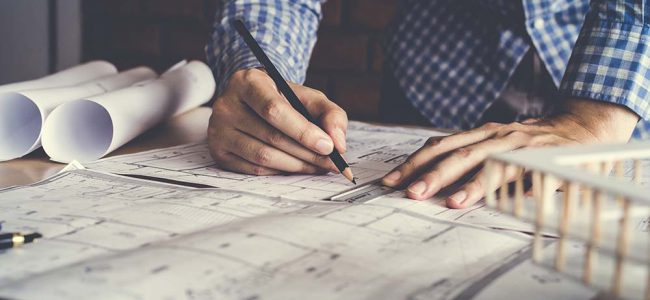 Man tekent plannen.