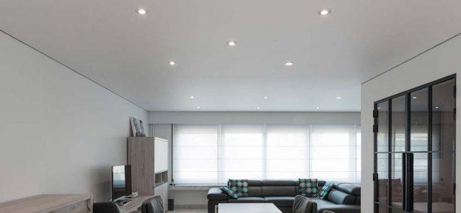 Spanplafond met led lichtjes.