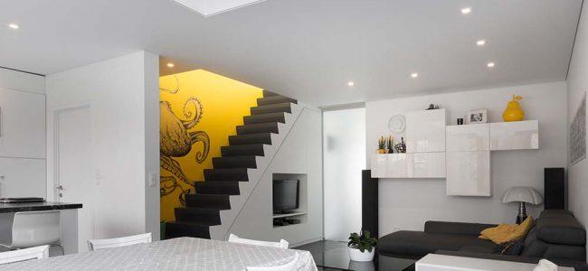Spanplafond in moderne woning.
