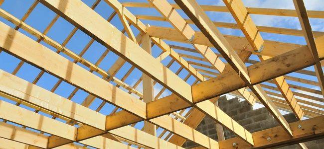 Houtskeletbouw van een dak